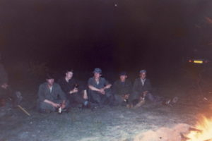 Meiweek 1982 017 Woensdagavond kampvuur
